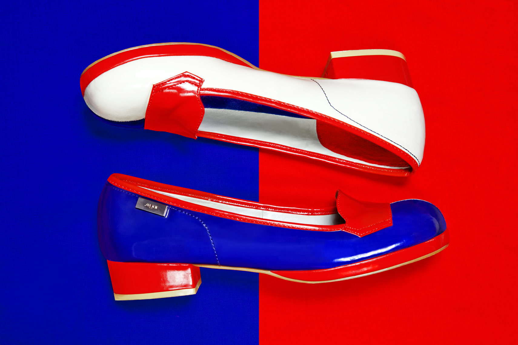 REDBLUE_SHOE_001webres